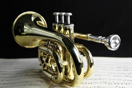 Photo pour  Trumpet with music sheet - image libre de droit
