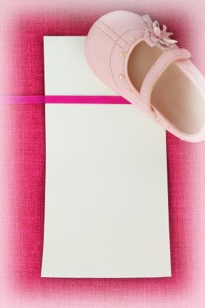 Photo pour Empty card on pink fabric texture - image libre de droit