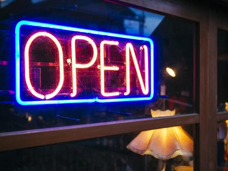Photo pour Neon Sign Open signage Light Bar Restaurant Shop Business decoration - image libre de droit