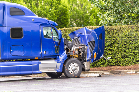 Photo pour Broken American industrial grade freight transportation blue big rig semi truck tractor with an open hood stands on the truck stop parking lot waiting for mobile repair on site - image libre de droit