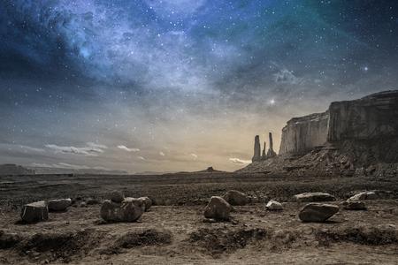 Photo pour view of a rocky desert landscape at dusk - image libre de droit