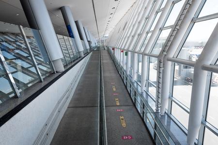 Photo pour MALLORCA, SPAIN - May 5, 2019: Modern architecture interior of Palma Airport in Mallorca. - image libre de droit