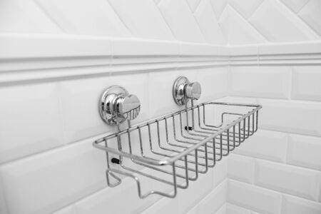 Photo pour Suction cups compact bath shelf, fixing without drilling - image libre de droit