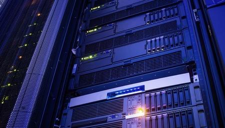 Photo pour Modern storage of blade servers in data center vertical - image libre de droit