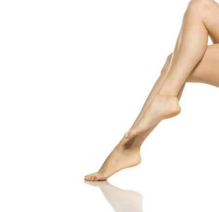 Photo pour beautifully groomed female legs on a white background - image libre de droit