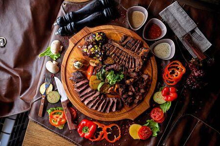 Photo pour steak assorted - image libre de droit