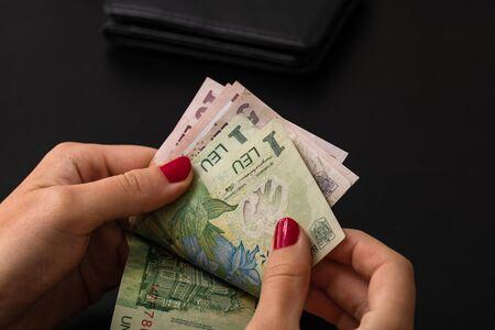 Photo pour Woman counting money, counting LEI close up - image libre de droit