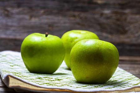 Foto für Detail on ripe green apples on wooden table. - Lizenzfreies Bild