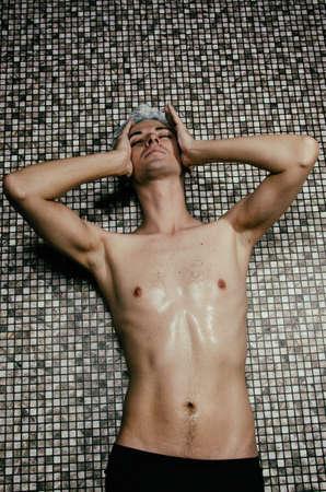 Photo pour Young attractive guy in the shower - image libre de droit