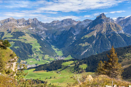 Photo pour Panorama view of the swiss alps in central Switzerland with peak Hahnen and the valley of Engelberg, Caonton of Nidwalden - image libre de droit
