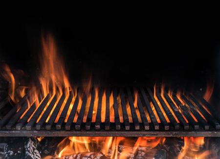 Photo pour Empty grill grate and tongues of fire flame. Barbeque night background. - image libre de droit