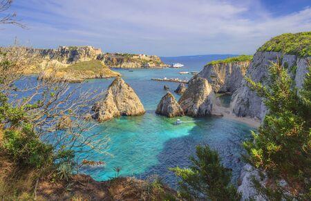 Photo pour Seascape of Tremiti archipelago with Pagliai cliffs in San Domino island, Cretaccio and San Nicola island in background. - image libre de droit