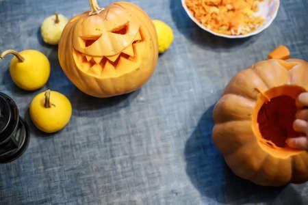 Foto de carve pumpkins for Halloween, Jack O 'Lantern Carving Time - Imagen libre de derechos