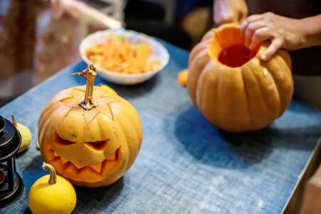 Foto de Carving out pumpkin head, Halloween pumpkins, Jack O Lanterns - Imagen libre de derechos