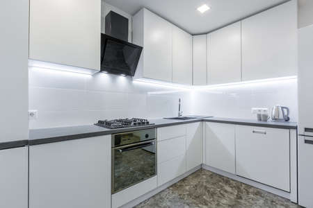 Photo pour Interior photo, modern kitchen, in light white tones, with black marble tiles on the floor, placed in a small apartment - image libre de droit
