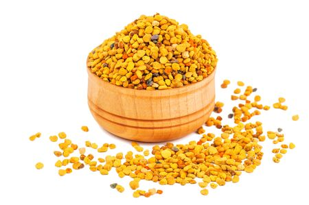 Photo pour bee pollen in wooden bowl isolated on white - image libre de droit