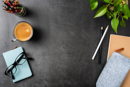 Photo pour Design concept - top view of copy space with potted plant, glasses, coffee, pencil on black background for mockup. real photo, not 3D render - image libre de droit