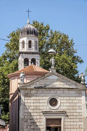 Photo pour Religious architecture in Zadar, Croatia. Travel destination. Street scene. - image libre de droit