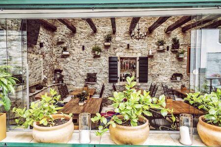 Photo pour Garden restaurant, Primosten, Croatia. Travel destination. Summer vacation. - image libre de droit