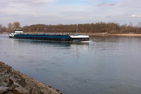 Photo pour the river cargo ship in Frankenthal Germany - image libre de droit