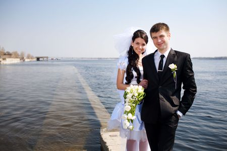 bride and groom, view to the water