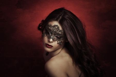 Photo pour sensual beautiful young woman with lace mask, studio shot - image libre de droit