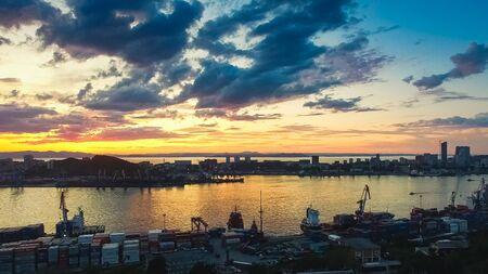Photo pour Aerial view of the cityscape at sunset. - image libre de droit