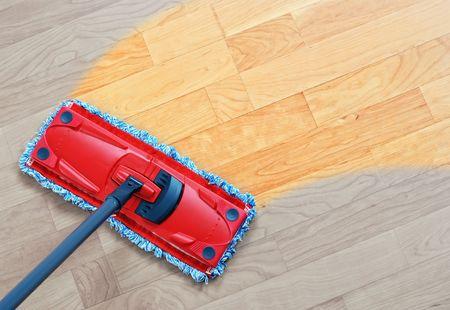 Photo pour Housework - sweeper wet mop on laminate floors. - image libre de droit
