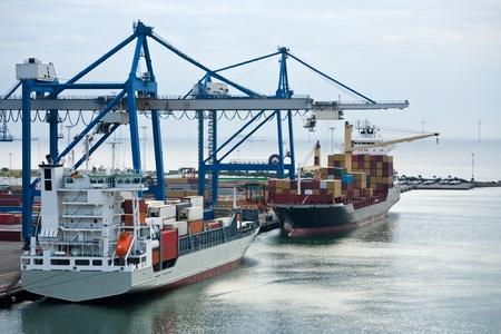 Photo pour early morning in Copenhagen cargo seaport  - image libre de droit