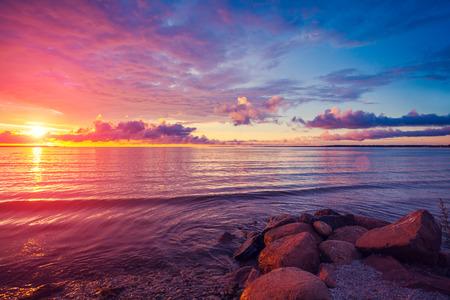 Photo pour Early morning , sunrise over sea - image libre de droit