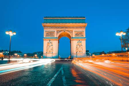 Photo pour The famous Arc de Triomphe by night, Paris France - image libre de droit