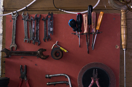 Photo pour Wall with tools. Board with tools. Old tools. Background with tools. - image libre de droit