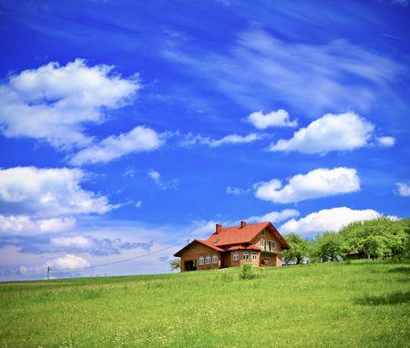 Photo pour New house on cloudy sky - image libre de droit