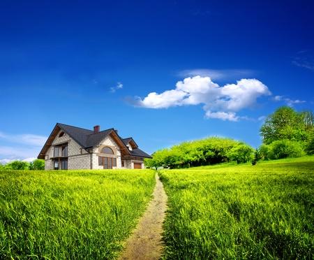 Photo pour Summer new farmhouse - image libre de droit