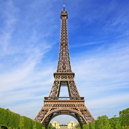 Photo pour Eiffel Tower in Paris - image libre de droit