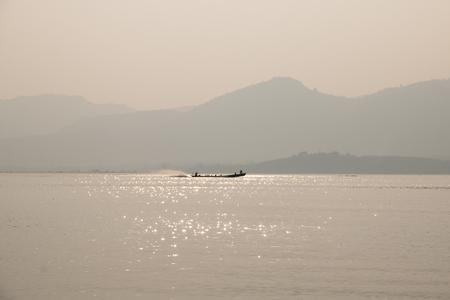 Foto de INLE LAKE, MYANMAR: Typical fishermen on Inle Lake, one of the top tourist attractions of Myanmar - Imagen libre de derechos
