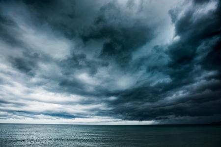Photo pour Rain storms are happening at sea,Koh Samui, Thailand - image libre de droit