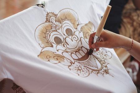 Photo pour Painting watercolor on the fabric to make Batik Batik-making is part of Indonesian culture - image libre de droit