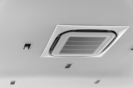 Photo pour Air conditioner on ceiling in meeting room - image libre de droit