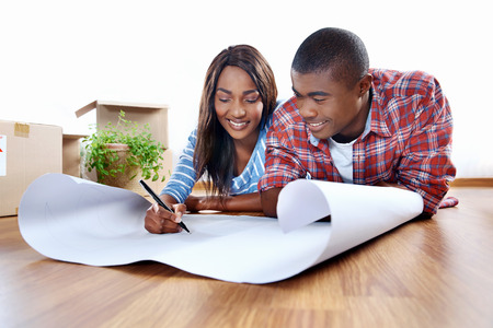 Photo pour new home plans for young african black couple in apartment - image libre de droit