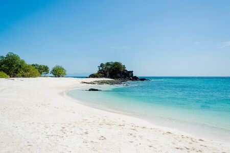 Photo pour Sea Bright, beautiful at tropical island the Andaman crystal Sea, of Koh Lipe, Thailand - image libre de droit