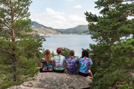 Photo pour Tourists in the camp at rest, enjoy nature and food - image libre de droit