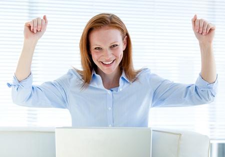 Photo pour Bright business woman punching the air - image libre de droit
