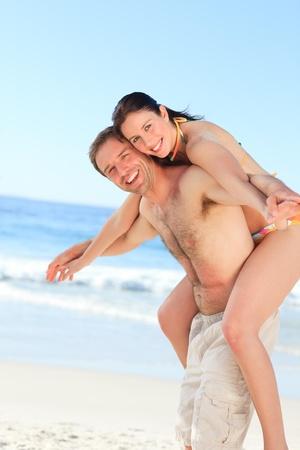 Foto de Man with his wife on the beach - Imagen libre de derechos