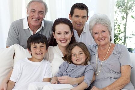 Foto de Portrait of family on sofa - Imagen libre de derechos