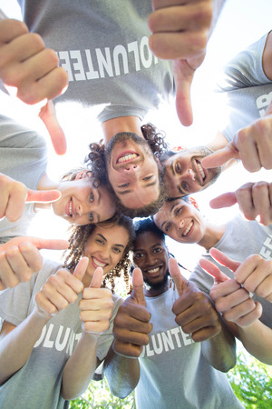 Photo pour Happy volunteers in the park on a sunny day - image libre de droit
