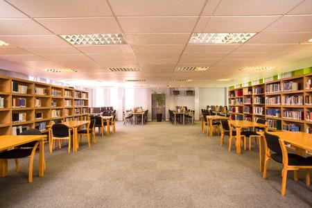 Photo pour View of an empty library - image libre de droit