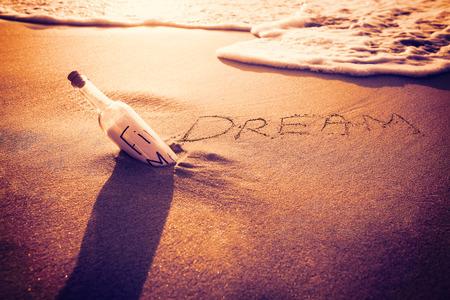 Photo pour Inscription dream on sand at the beach - image libre de droit