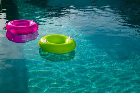 Photo pour Inflatable tubes floating in a swimming pool in backyard at home - image libre de droit