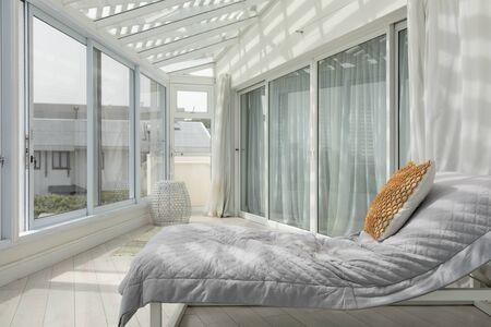 Photo pour Side view of a large modern veranda with a bed - image libre de droit